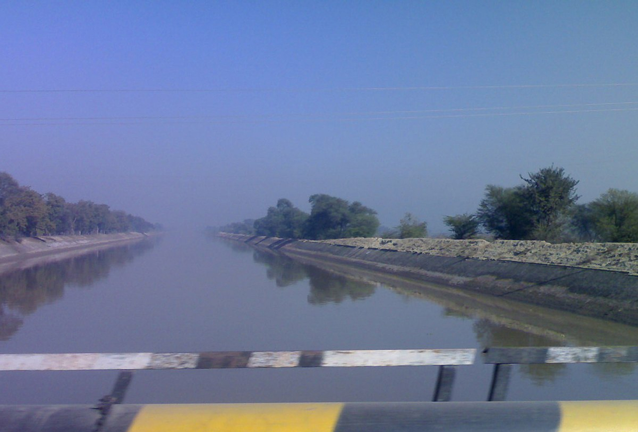 Pakistan wants to build solar plants on canals